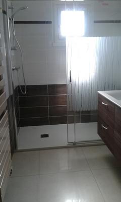 Carrelage d'une douche réalisé par J Clémenceau à la Boissière du Doré