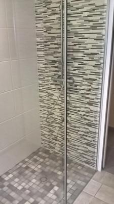 Carrelage d'une salle de bains en faïence réalisé par JF Clémenceau à Vallet dans le 44
