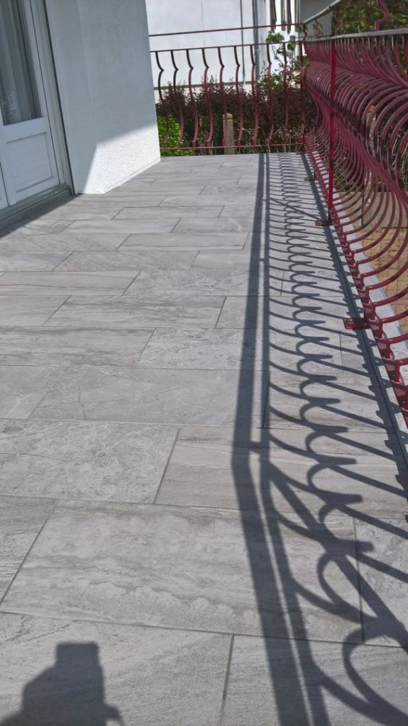 Balcon extérieur réalisé par JF-Clémenceau Carrelage en Loire Atlantique